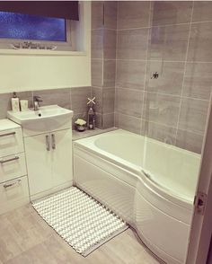 Love the wall tiles. Bathroom Design Small, Bathroom Interior Design, Modern Bathroom, Small Bathroom Suites, Bathroom Goals, Bathroom Layout, Upstairs Bathrooms, Family Bathroom, Bathroom Renovations