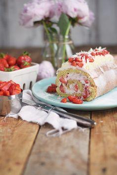 Erdbeer Quark Biskuitrolle - Strawberry Cake Roll | Das Knusperstübchen #ichbacksmir #biskuit