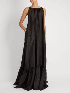 Spring Dresses You Will Feel Adorable Wearing - Oscilling Boho Dress, Dress Skirt, Dress Up, Dress Long, Summer Maxi Dress Outfit, Black Maxi Dress Outfit Ideas, Dressy Maxi Dress, Dress Black, Unique Fashion