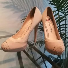 Nude Pumps /Heels Don't forget with every purchase you will receive a complementary gift! Please feel free to leave a comment below if you have any questions :) Shoes Heels