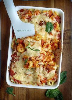 Zapiekanka z tortellini – Zjem to! Tortellini, Food Porn, Good Food, Yummy Food, Instant Pot Dinner Recipes, Cooking Recipes, Healthy Recipes, Casserole Recipes, My Favorite Food