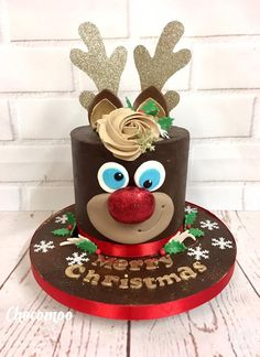 Rudolph the red nose reindeer cake Christmas Themed Cake, Christmas Cake Designs, Christmas Cake Decorations, Christmas Cupcakes, Christmas Sweets, Christmas Cooking, Holiday Cakes, Christmas Goodies, Xmas Cakes