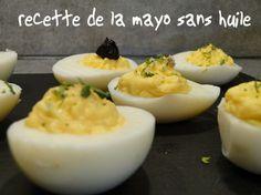 Recette de la mayonnaise sans huile à faire au thermomix : une recette carrément bluffante: tout y est : la texture de la mayo, et même le goût , si si je vous jure, ne dites rien à votre entourage et servez cette mayo. J'ai fais des oeufs mimosa, c'était super bon. Recette au thermomix tm31. http://www.recettes-economiques.com/recettes/mayonnaise-sans-huile-thermomix/ #thermomix #mayonnaise