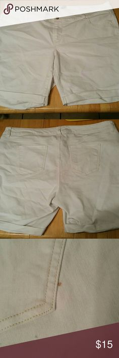 Old Navy Bermuda Shorts White Bermuda shorts. Never worn. Has a small brown dot by right back pocket. Never worn so never been washed so it might come out if washed. Will take offers or trades! Old Navy Shorts Bermudas