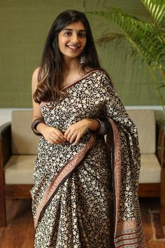 Beautiful Dress Designs, Beautiful Saree, Beautiful Dresses, Beautiful Ladies, Casual Dress Outfits, Stylish Dresses, Formal Saree, Casual Saree, Indian Silk Sarees