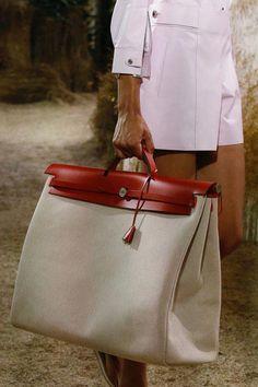Hermès Resort 2019 Collection - Vogue  Hermeshandbags エルメス・バーキン f111495b2c6