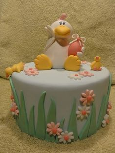 cute chicken cake, almost looks like a duck, though, ha ha Cupcakes, Cupcake Cakes, Rodjendanske Torte, Duck Cake, Chicken Cake, Spring Cake, Fondant Cake Toppers, Novelty Cakes, Holiday Cakes