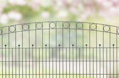 Design hekwerk type Wenen uit onze #Elegance programma: -Standaard lengte 2510 mm -Hoogtes 1000, 1400 en 1600 mm *Kleuren mosgroen en antraciet. Andere maten en kleuren op aanvraag.  #www.zichtdicht.nl