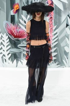 Sfilata Chanel Parigi - Alta Moda Primavera Estate 2015 - Vogue