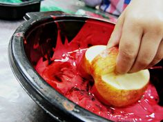 The Easiest Way for Toddlers to Make Fall Apple Art This tip made a world of difference for our toddlers! Now they love to make apple prints! From Teaching 2 and 3 Year Olds Preschool Apple Theme, Fall Preschool, Preschool Projects, Preschool Apple Activities, Preschool Apples, Preschool Playground, Toddler Preschool, Art Activities, Toddler Activities