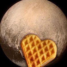 Bizce Plüton'un üzerinde waffle'ımız var.  #AbbasWaffleAnkara #AbbasWafflePlüton #Plüton