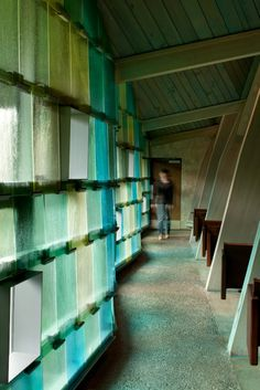 © Lara Swimmer New cast, resin-tinted art glass held by custom extruded aluminum clips frames new insulated glass units @Stéphane Rasseletéphane Rasselet Paul's Episcopal Church in Seattle, WA