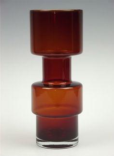 Riihimäen Lasi glassworks - Glass vase. Height 28 cm, diam. 11 cm.