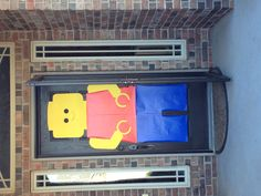 Giant Lego man on the front door Happy 7th Birthday, 13th Birthday Parties, Lego Birthday Party, Boy Birthday, Lego Batman Party, Superhero Party, Lego Themed Party, Lego Halloween, Lego Decorations