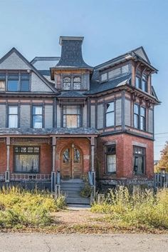 Old Buildings, Abandoned Buildings, Abandoned Places, Victorian Homes, Vintage Homes, Victorian Interiors, Beautiful Architecture, Classical Architecture, Architecture Design