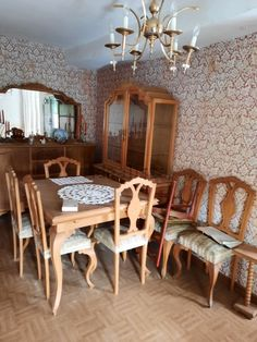 Details Dining Chairs, Wallpaper, Furniture, Home Decor, House Decorations, Home, Decoration Home, Room Decor, Wallpapers