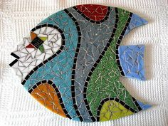 Base MDF, trabalho em mosaico com pastilhas de vidro. Tile Crafts, Mosaic Crafts, Mosaic Projects, Mosaic Rocks, Mosaic Glass, Stained Glass Patterns, Mosaic Patterns, Mosaic Kits, Mosaic Animals