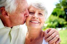 Perda auditiva leve é associada a atrofia cerebral em idosos