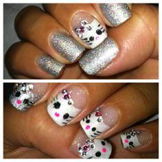 Cute & sparkly Hello Kitty nails nail art
