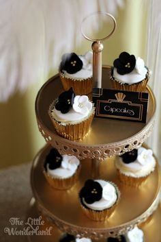 wedding cakes cupcakes pictures great gatsby themed cupcakes cakes by r e d really 24131