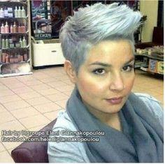 Kapsel met grijs haar.