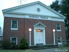Connecticut Masonic Lodges Masonic Temple 131 Beach Road Fairfield, Connecticut (203) 259-9037 http://www.fidelity-stjohns3.org http://www.corinthianlodge104.org
