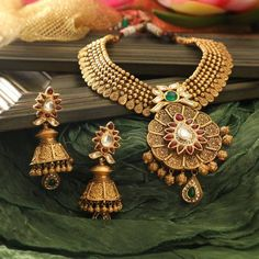 Bridal Earrings Vintage Style its gold Indian earrings with drop out and with beautiful heavy gold necklace Tags: Earring Gold Jewellery Design, Gold Jewelry, Gold Necklaces, Resin Jewellery, Emerald Jewelry, Diamond Jewellery, Designer Jewelry, Gold Bangles, Jewelry Shop