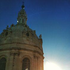 Azul da cor do céu lindo de Lisboa (Portugal)