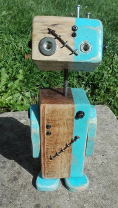 Little Robot made reclaimed wood unique hand – molded Wood Block Crafts, Wood Blocks, Wood Crafts, Small Wood Projects, Scrap Wood Projects, Old Wood Table, Wood Furniture Living Room, Recycled Art, Recycled Robot