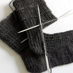 sewing for men Easy sock knitting pattern for men - pair of socks from sock series for easier access. This pair is perfect for both genders. Pattern is simple yet interesting and it holds the sock nicely around the foot. My kid, who loves… Knitted Socks Free Pattern, Crochet Socks, Knitted Slippers, Knit Or Crochet, Knitting Socks, Knitting Stitches, Hand Knitting, Crochet Granny, Finger Knitting