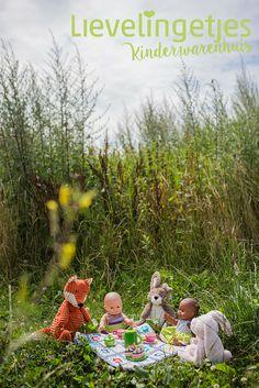 Een gezellige picknick in het park met alle poppen- en knuffelvriendjes!