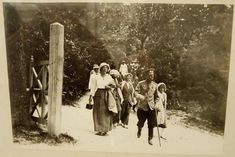 Romanovs on walk at Bakhchisarai - Grand Duchess Olga, Royal King, Tsar Nicholas Ii, Imperial Russia, Emperor, Roman, Pictures, Painting, Interesting Stuff