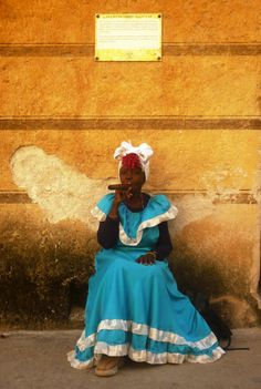 Thought I'd share one of my pics from Havana as I cant sleep, body clock still on Cuban time. Cuba Photography, Viva Cuba, I Cant Sleep, Susa, Mode Boho, Havana Cuba, Traditional Fashion, World Cultures, Caribbean