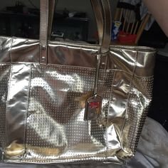 Kenneth Cole purse beautiful Great condition gold purse only 29$& Kenneth Cole Reaction Bags