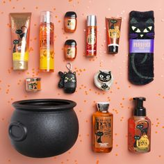 Shop 2019 Halloween collection from Bath and Body Works. Spook-tac-ular treats: Halloween-themed and pumpkin-scented lotions, candles, soaps and more! Fete Halloween, Halloween 2020, Holidays Halloween, Halloween Gifts, Spooky Halloween, Happy Halloween, Halloween Decorations, Halloween Treats For Kids, Halloween Labels