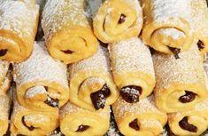 Cornulețele cu gem și/sau nucă sunt foarte populare și căutate, mai ales în post. Decât să le cumpărăm de la magazin, mai bine le preparăm în casă. Alegeți un gem care vă place cel mai mult. La această rețetă merge foarte bine gemul de prune sau de struguri. Doughnut, Ale, Biscuits, Veggies, Breakfast, Desserts, Food, Dessert, Bakken