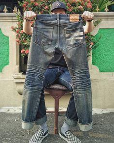 "Reposting @handickkk: ... ""Kalo jemuran mamah mu dirumah rusak, panggil aku. Aku siap gendong kamu, bukan cucian mamah mu."" Denim jeans pant selvedge menswear workwear mode style indigo"