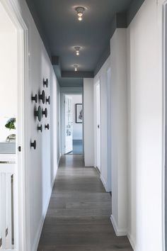 The accent wall design 1 Hallway Ceiling, Hallway Paint, Hallways, Accent Wall Designs, Hallway Designs, Hallway Ideas, Home Interior Design, Interior Decorating, Interior Painting Ideas