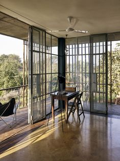 Image 1 of 28 from gallery of The Riparian House / Architecture BRIO. Photograph by Ariel Huber / EDIT images India Architecture, Tropical Architecture, Architecture Details, Interior Architecture, Modern Interior, Interior Design, Tiny House, Riverside House, Warehouse Design