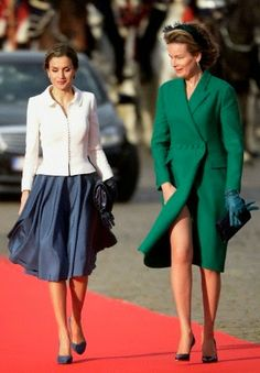 (L) Queen Letizia of Spain and Queen Mathilde of Belgium during a Spanish State visit at the Royal Palace on 12.11.2014 in Brussel, Belgium