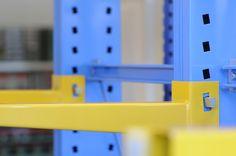 Particolare di cantilever 102-152, scaffalatura autoportante particolarmente adatta per lo stoccaggio di materiali lunghi. #TECNOTELAI #DESIGN #BOLOGNA