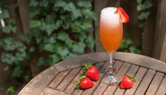 Get your Thirsty Thursday on with this bubbly strawberry cocktail. Yummm.   Be Well Philly