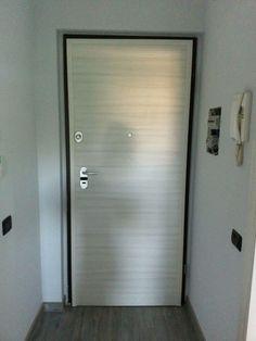 Porte blindate Sesto Calende | Non Solo Serramenti Door Handles, Bathtub, Doors, Bathroom, Home Decor, Chop Saw, Home, Puertas, Door Knobs
