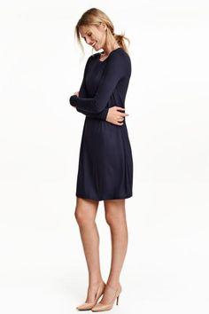 e96df36bd Vestido de punto: Vestido corto en punto suave con mangas largas y falda  con ligero