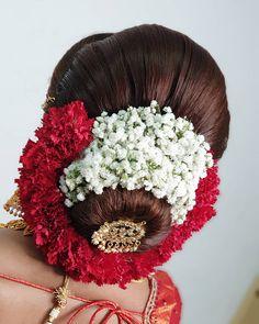 Indian Bun Hairstyles, South Indian Wedding Hairstyles, Bridal Hairstyle Indian Wedding, Hairstyles For Gowns, Bridal Hair Buns, Bridal Hairdo, Hairdo Wedding, Bridal Hair Flowers, Bridal Hair And Makeup