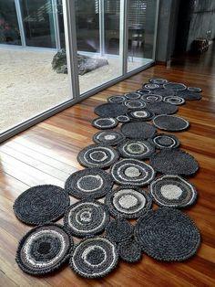 We love this bold and beautiful Zpagetti crochet runner! No pattern. Crochet Carpet, Crochet Home, Hand Crochet, Knit Crochet, Simple Crochet, Modern Crochet, Crochet Granny, Crochet Stitches, Crochet Patterns