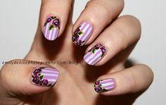 Floral púrpura rayada Nail Design