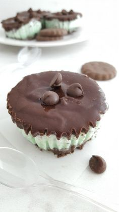 Vegan Nutella by @panaceas_pantry Ingredients 2 cups raw hazelnuts 1/2 cup  raw cashews 100 grams vegan dark chocolate 1 tsp v… | healthy desserts |  Pinte…