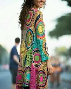Tô aqui cheia de amores por essa peça linda! Quero muito!!  pinterest #amofazercrochê #croche #crocheting #crochet #crochetlove #crochê #modacrochê #instamoda #instacrochet #inspiração #coreseformas #moda #fashion by ateliecicacordeiro