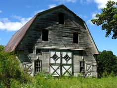 I just love this old barn. It is for sale. A wreck in a beautiful setting. In a few years, there'll probably be a home on this site. Granby, Massachusetts.
